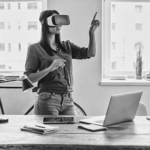 Virtual Reality VR Frau Erlebnis Industrie 4.0